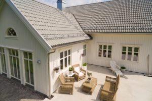 Som eneste helnorske leverandør av alt du trenger til taket, er Skarpnes produkter særlig godt tilpasset norske forhold og byggtekniske krav 17