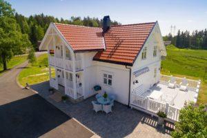 Som eneste helnorske leverandør av alt du trenger til taket, er Skarpnes produkter særlig godt tilpasset norske forhold og byggtekniske krav 11